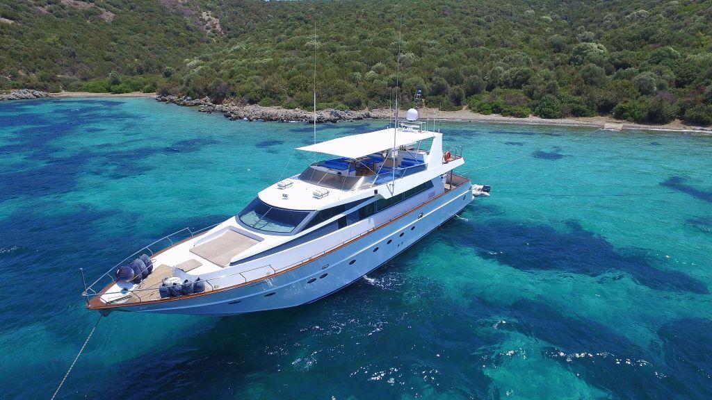 27m-laminated-motoryacht-2