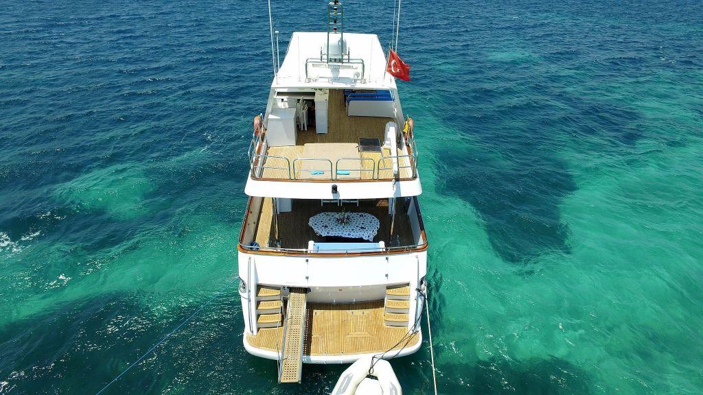 27m-laminated-motoryacht-3