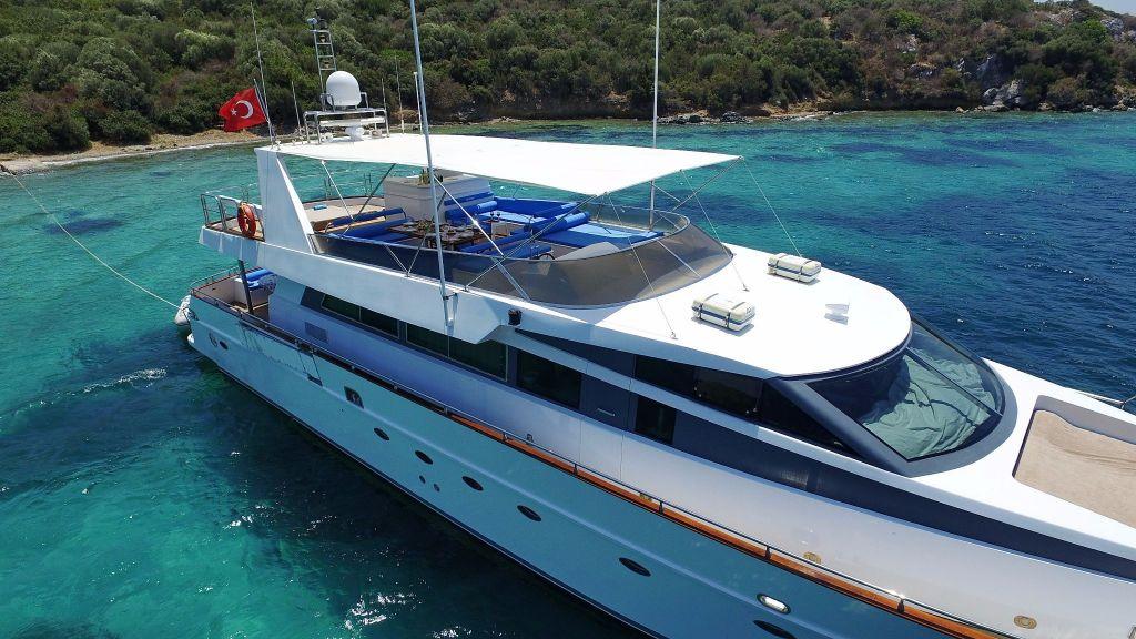 27m-laminated-motoryacht-4