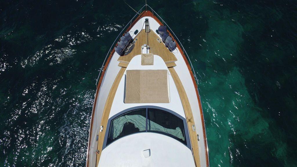 27m-laminated-motoryacht-5