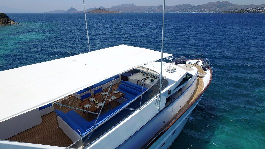 27m-laminated-motoryacht-6