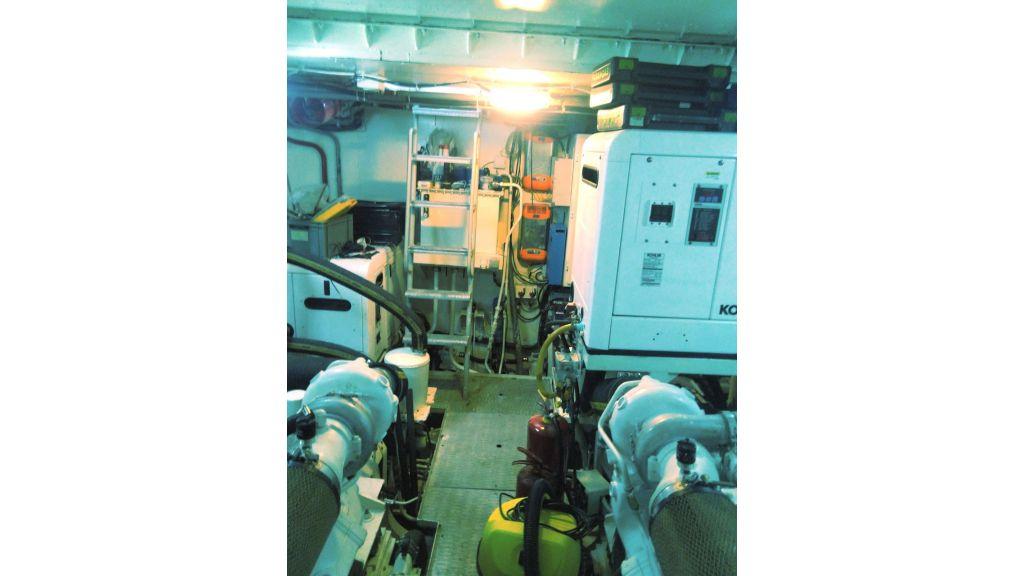 Aqualiner-77-Engine-Room