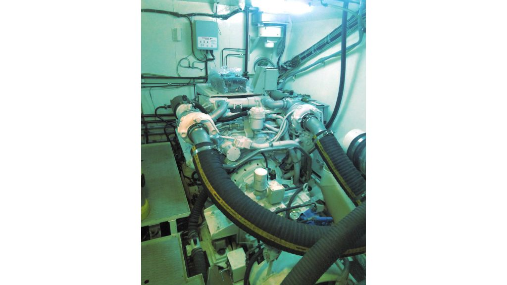 Aqualiner-77-Engine-Room (2)