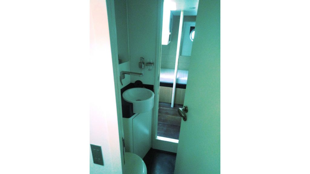Aqualiner-77-Guest-Room-2