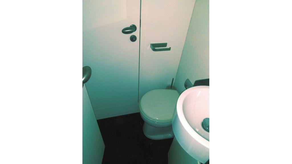 Aqualiner-77-Guest-WC
