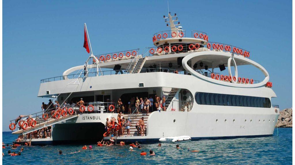 mobydick-large-catamaran-master-4