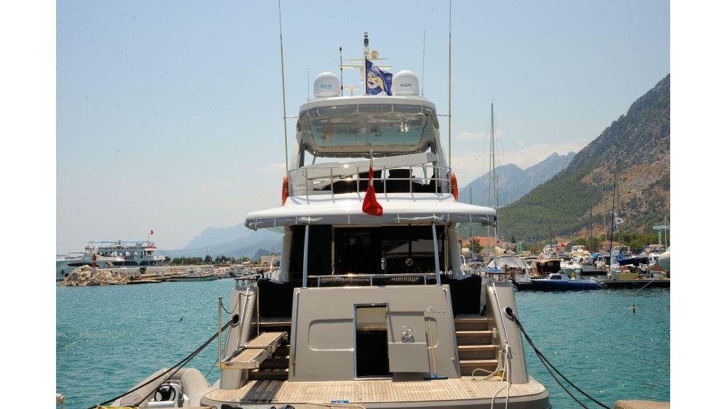 istanbul-built-epoxy-laminated-motoryacht-0003