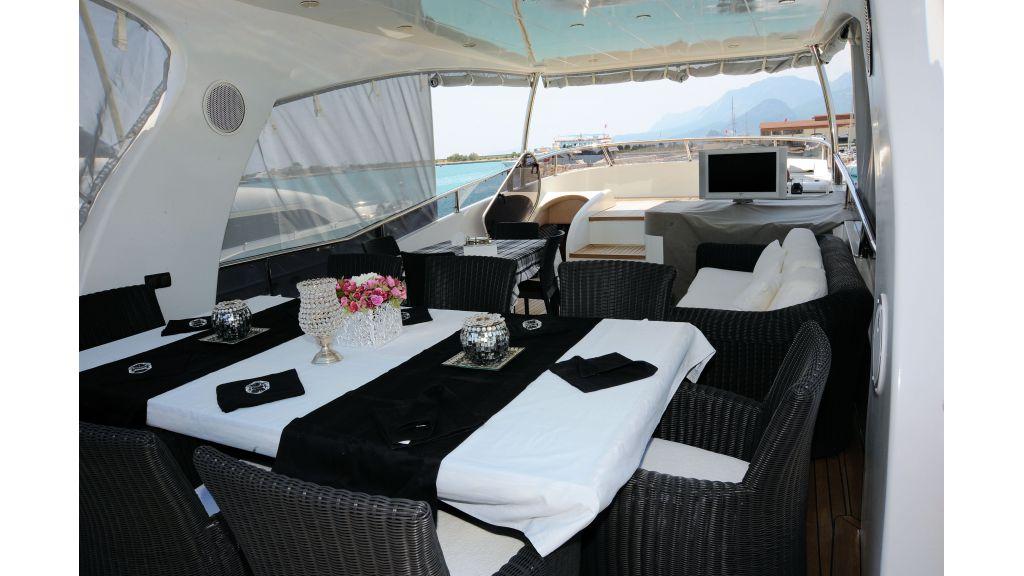 istanbul-built-epoxy-laminated-motoryacht-003
