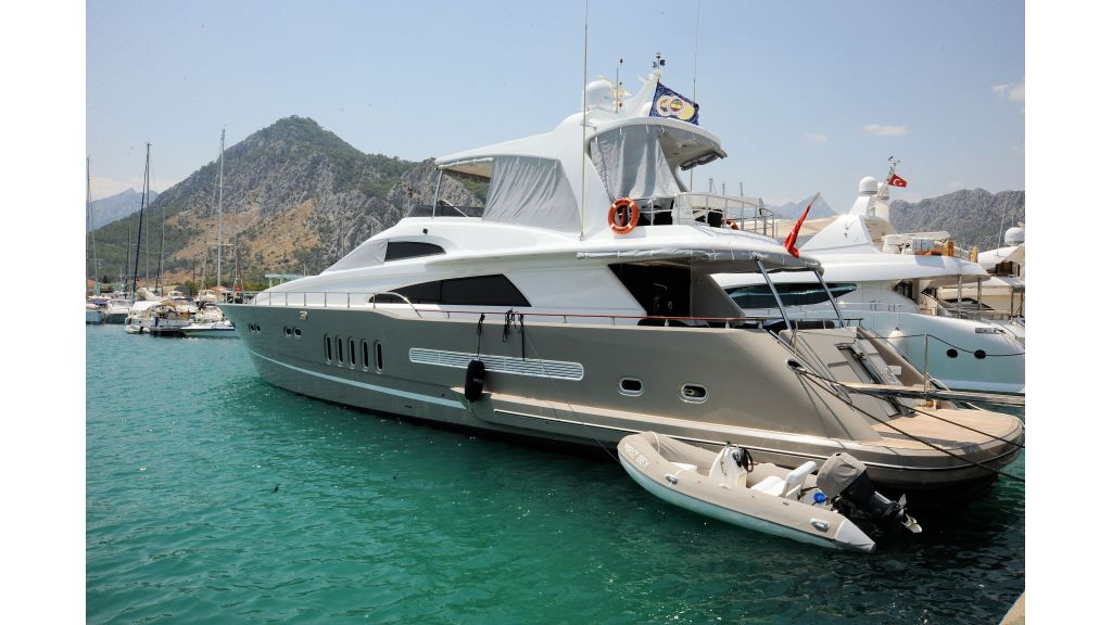 istanbul-built-epoxy-laminated-motoryacht-02