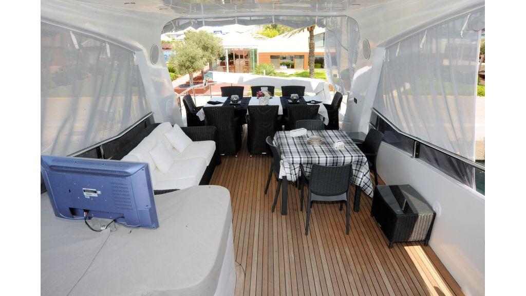 istanbul-built-epoxy-laminated-motoryacht-03