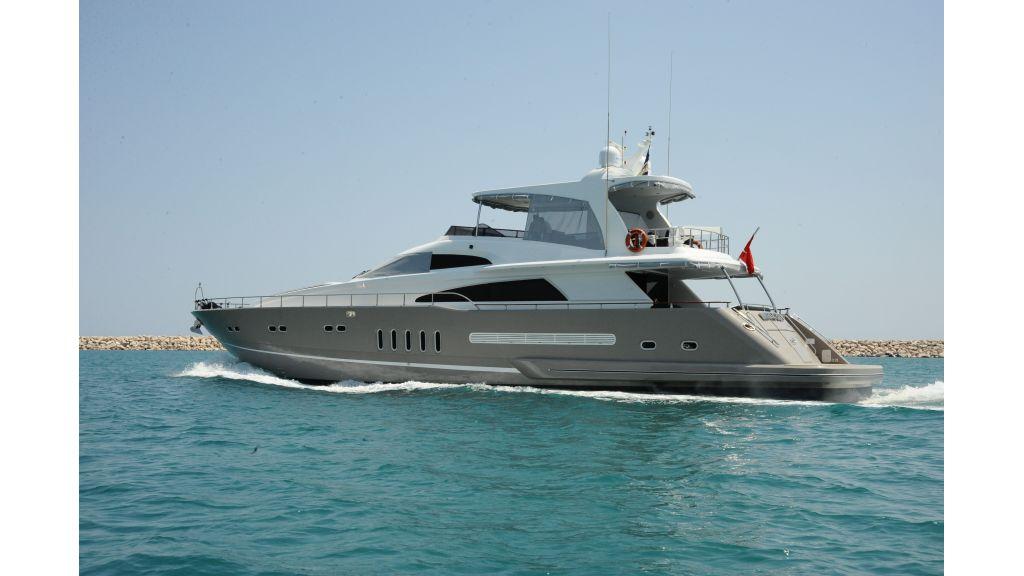 istanbul-built-epoxy-laminated-motoryacht-1