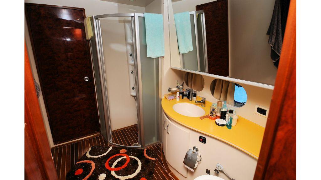 istanbul-built-epoxy-laminated-motoryacht-15