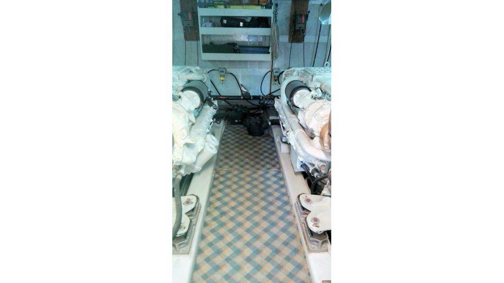 istanbul-built-epoxy-laminated-motoryacht-16