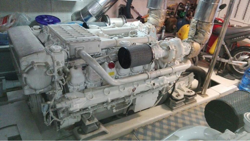 istanbul-built-epoxy-laminated-motoryacht-18