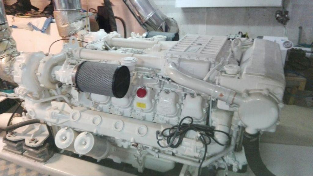 istanbul-built-epoxy-laminated-motoryacht-19