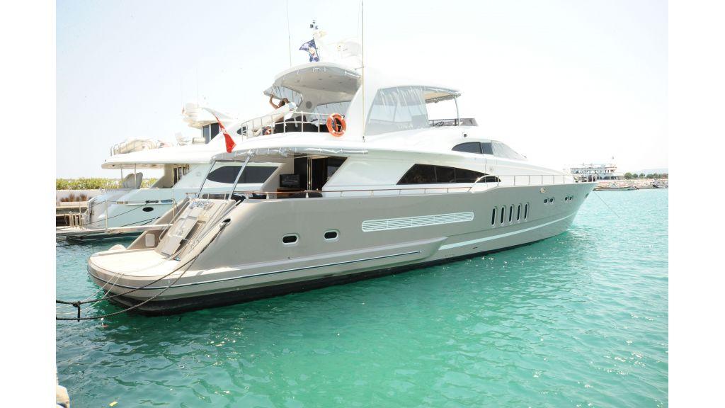 istanbul-built-epoxy-laminated-motoryacht-2