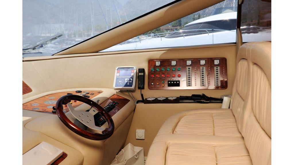 istanbul-built-epoxy-laminated-motoryacht-4