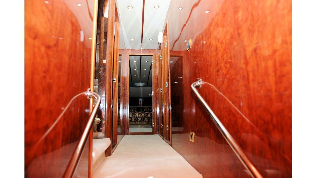 istanbul-built-epoxy-laminated-motoryacht-9
