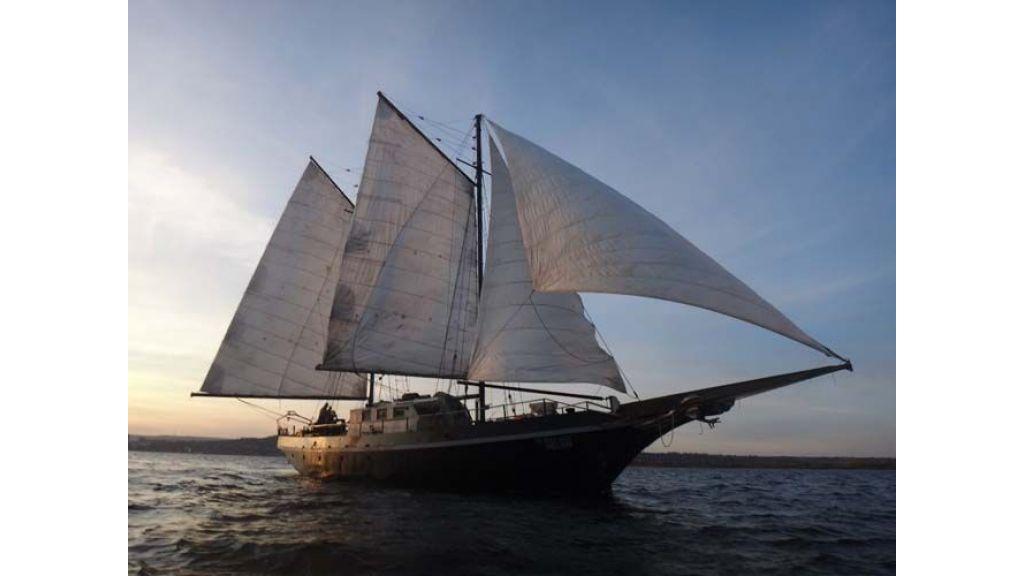 sailing-yacht-helon-2
