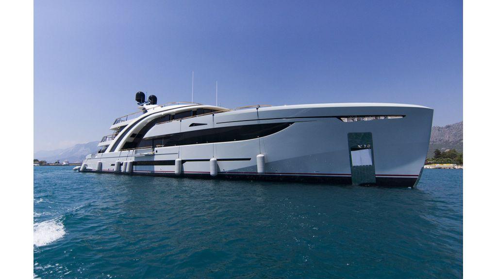 50m-displacement-motoryacht-1