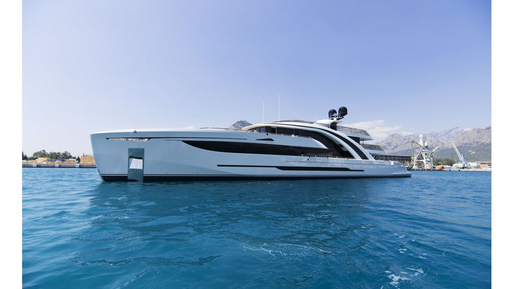 50m-displacement-motoryacht-2