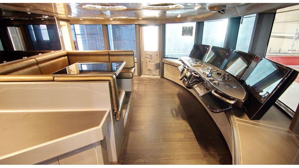 50m-displacement-motoryacht-35