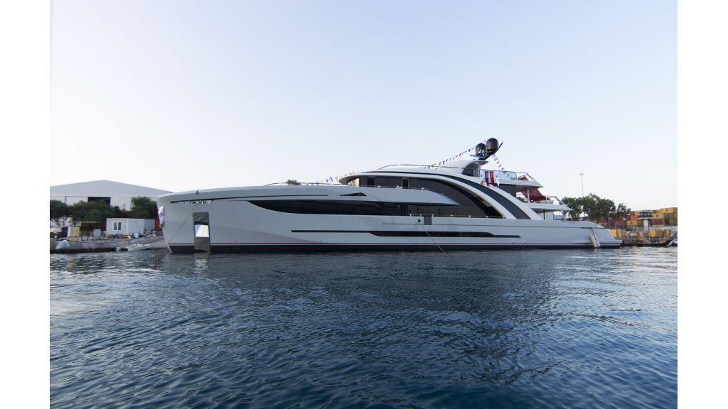 50m-displacement-motoryacht-5