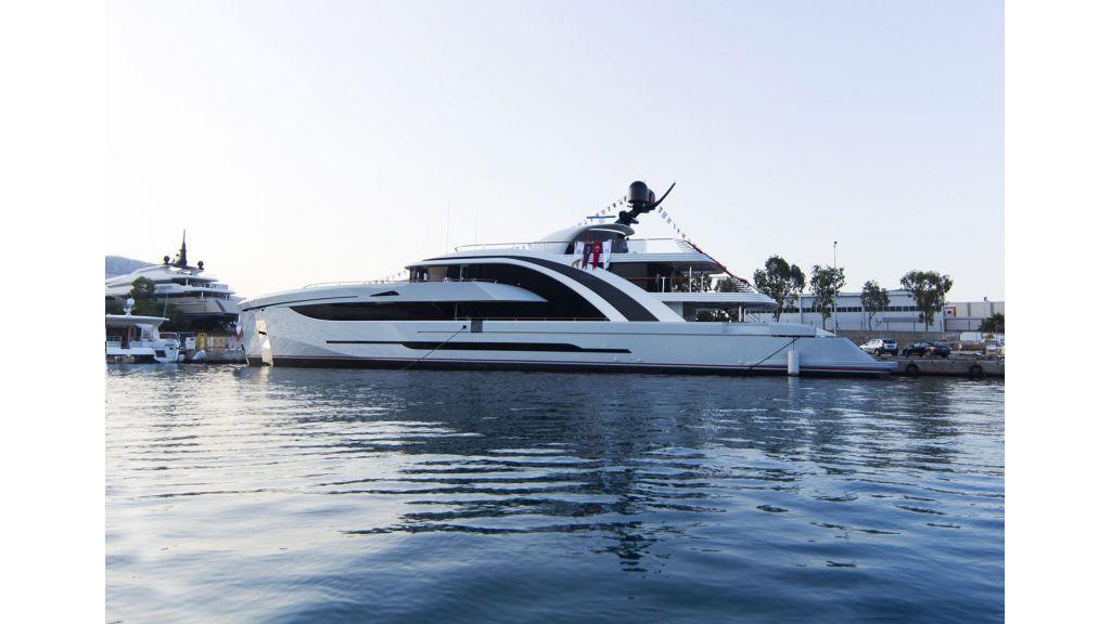 50m-displacement-motoryacht-6