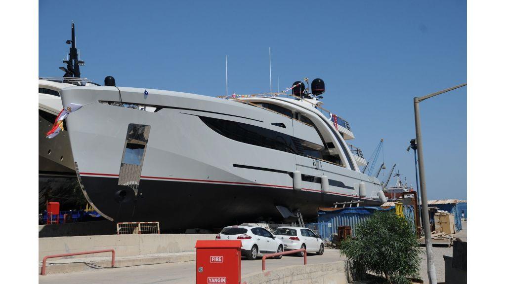50m-displacement-motoryacht-8