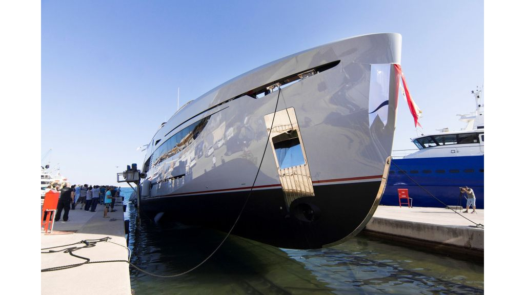 50m-displacement-motoryacht-9
