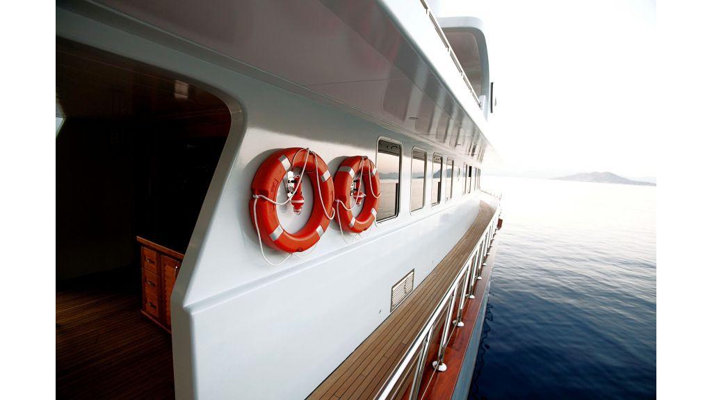liveaboard-trawler-16