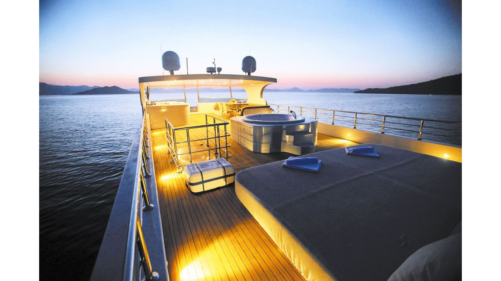 liveaboard-trawler-22