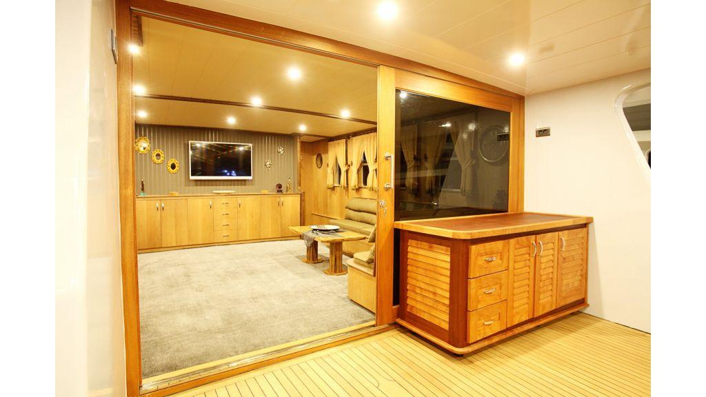liveaboard-trawler-44
