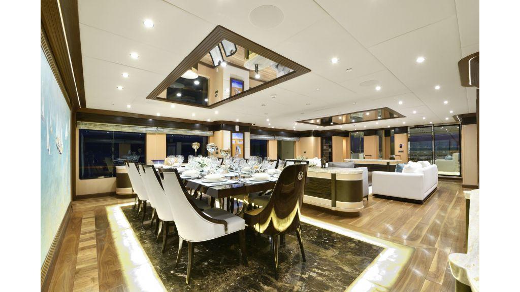 Meira Luxury Yacht master.