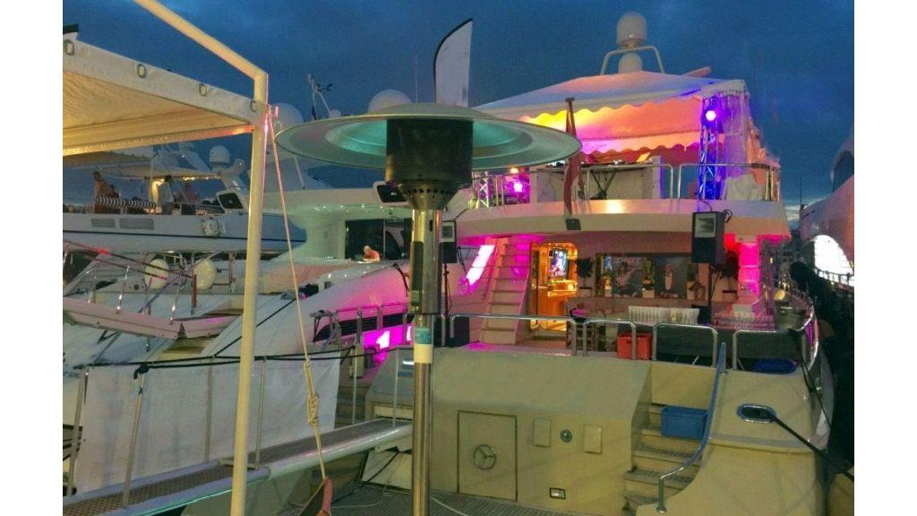steel-hull-motoryacht-14