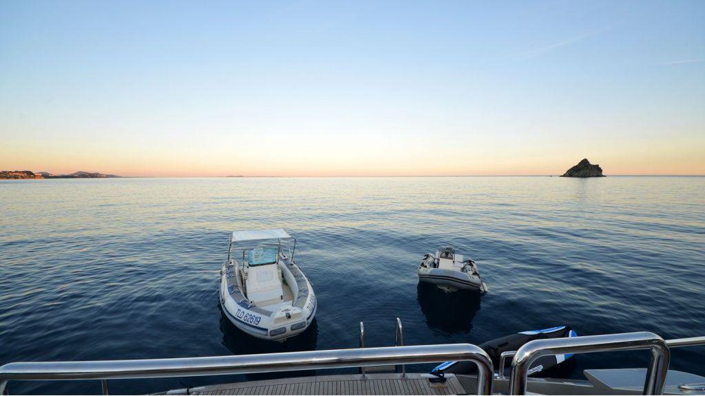 steel-hull-motoryacht-21