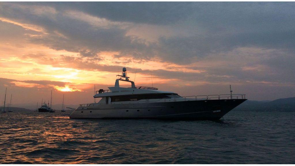 steel-hull-motoryacht-3