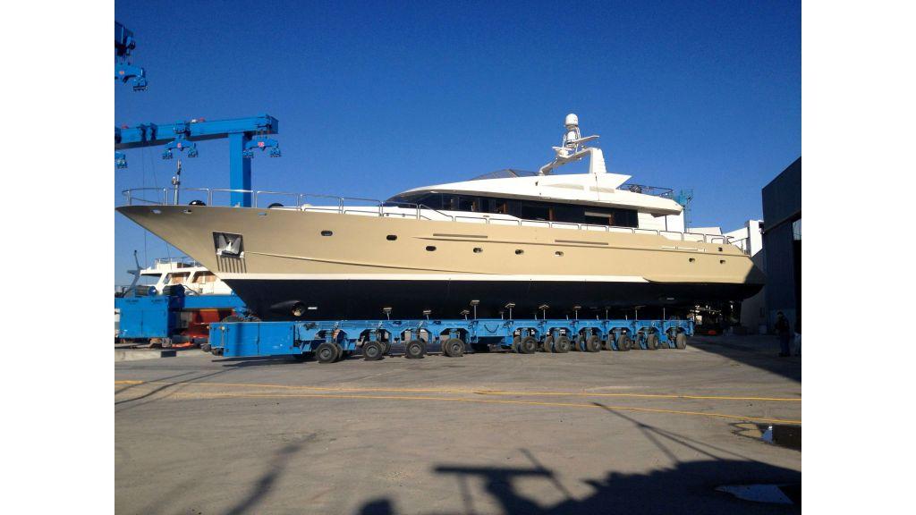 steel-hull-motoryacht-4