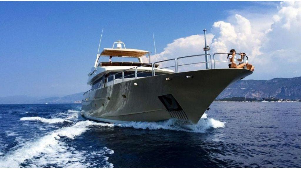 steel-hull-motoryacht-5