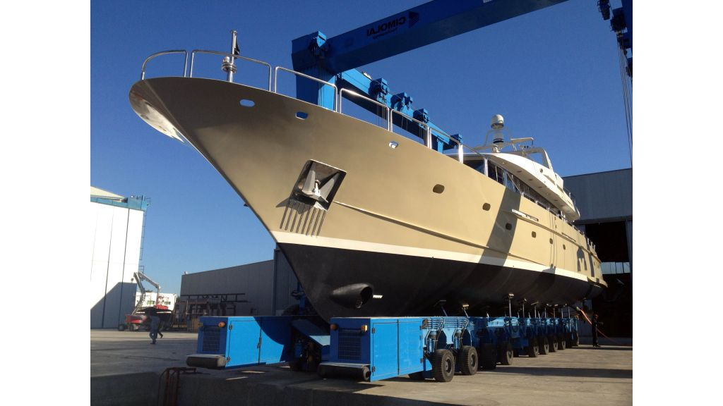 steel-hull-motoryacht-6