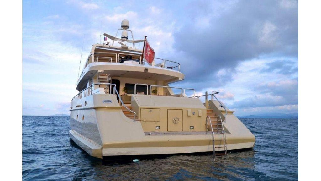 steel-hull-motoryacht-8