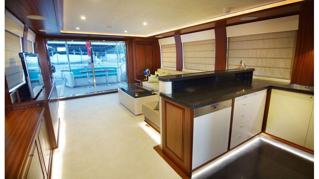 steel-hull-trawler-10-saloon