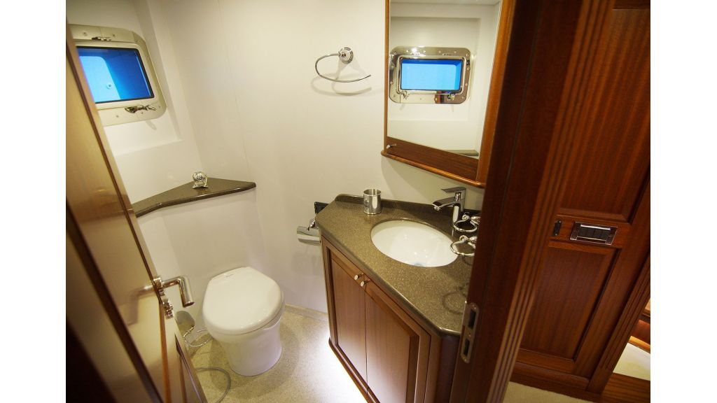 steel-hull-trawler-14-masterbath