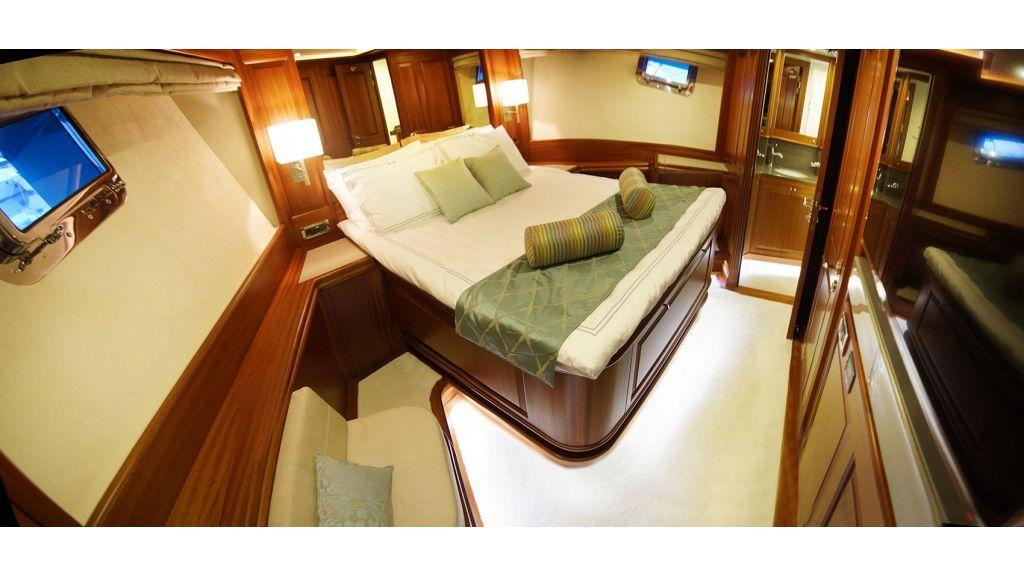 steel-hull-trawler-15-vip-room