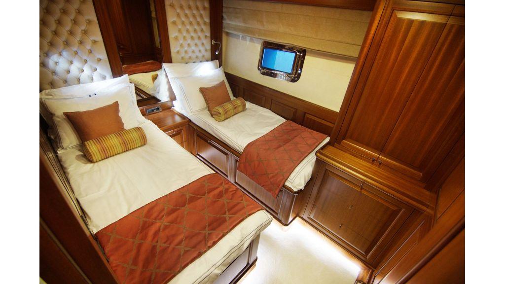 steel-hull-trawler-16-guest-room