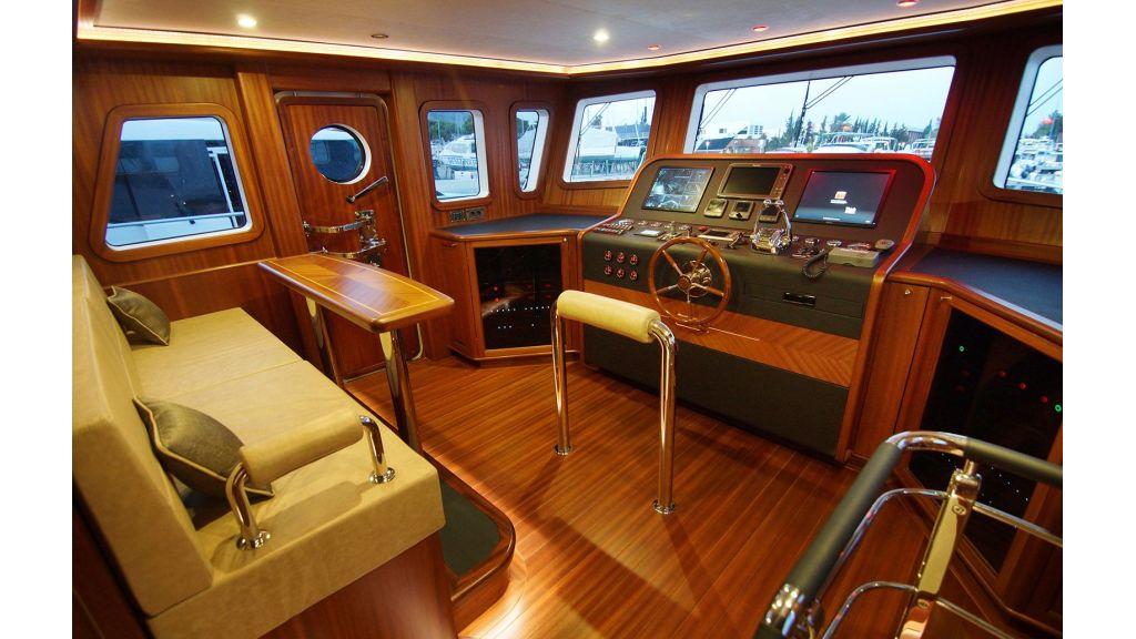 steel-hull-trawler-17-wheel