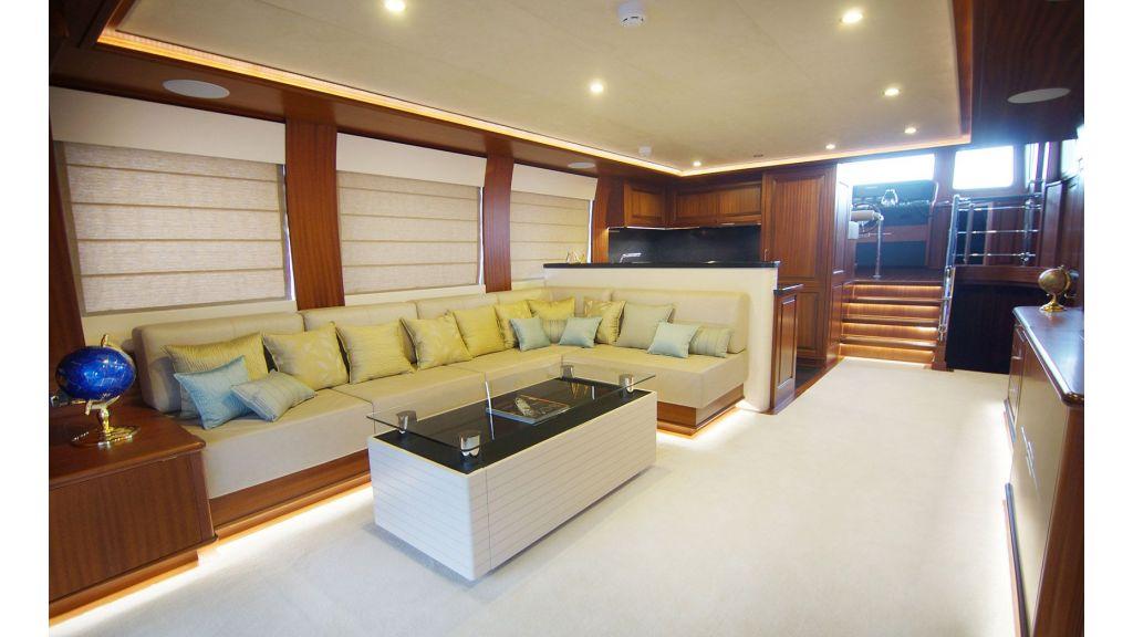 steel-hull-trawler-9-saloon