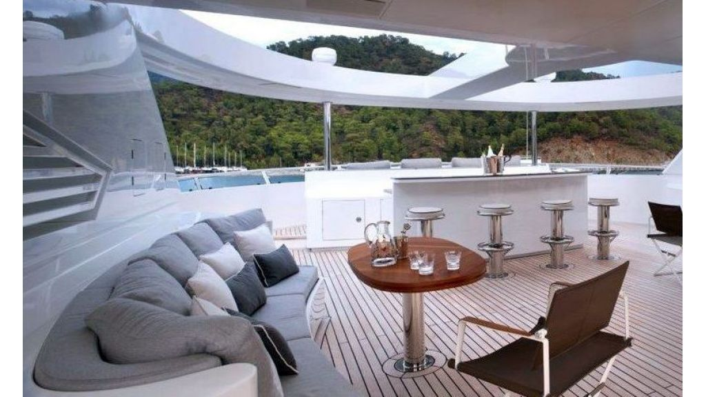 exquisitely-designed-motoryacht-16