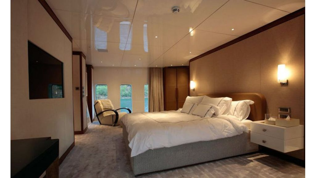 exquisitely-designed-motoryacht-18