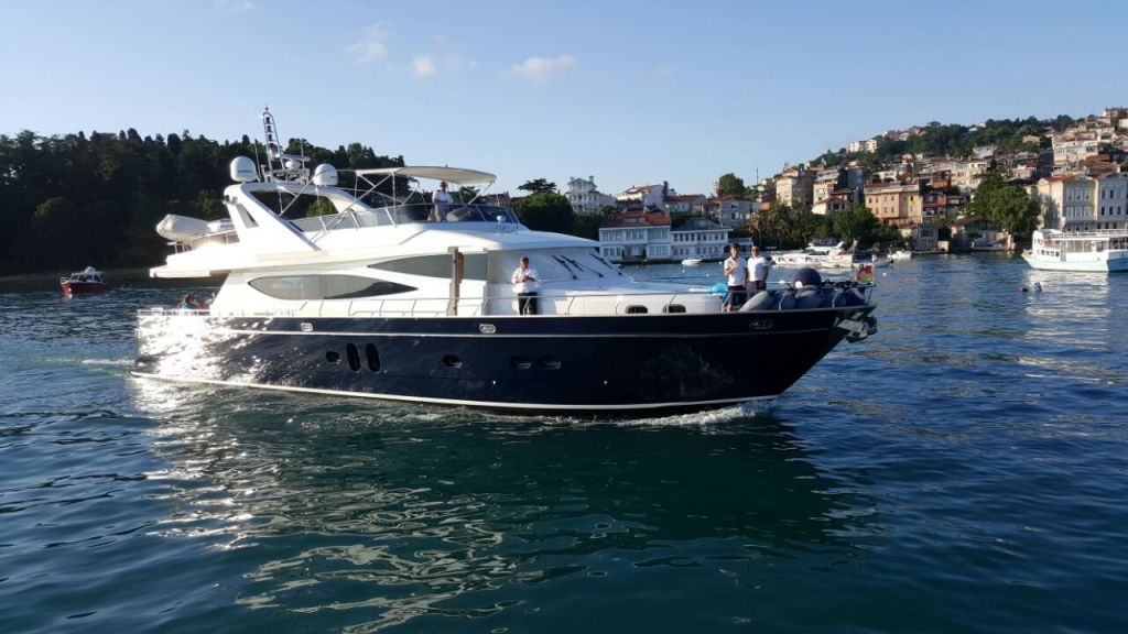 Deluxia motor yacht